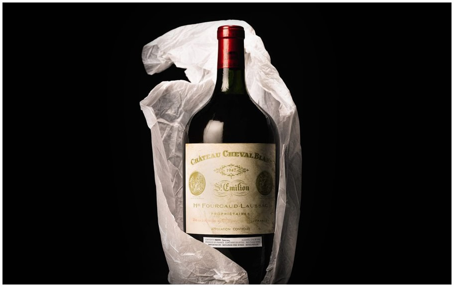 A-bottle-of-1947-Chateau-Cheval-Blanc-Bordeaux